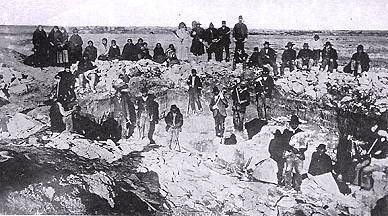 An early photo of the pipestone quarry.